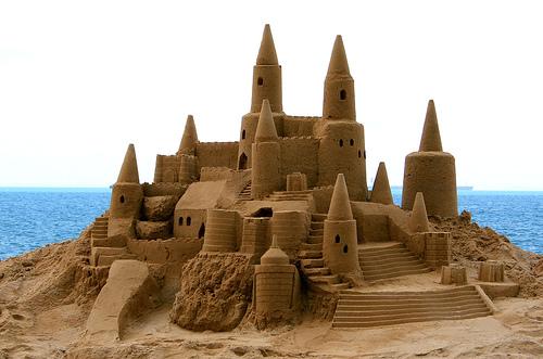 https://ladimurfi.files.wordpress.com/2011/11/construindo-um-castelo-de-areia-expectativa.jpg?w=595
